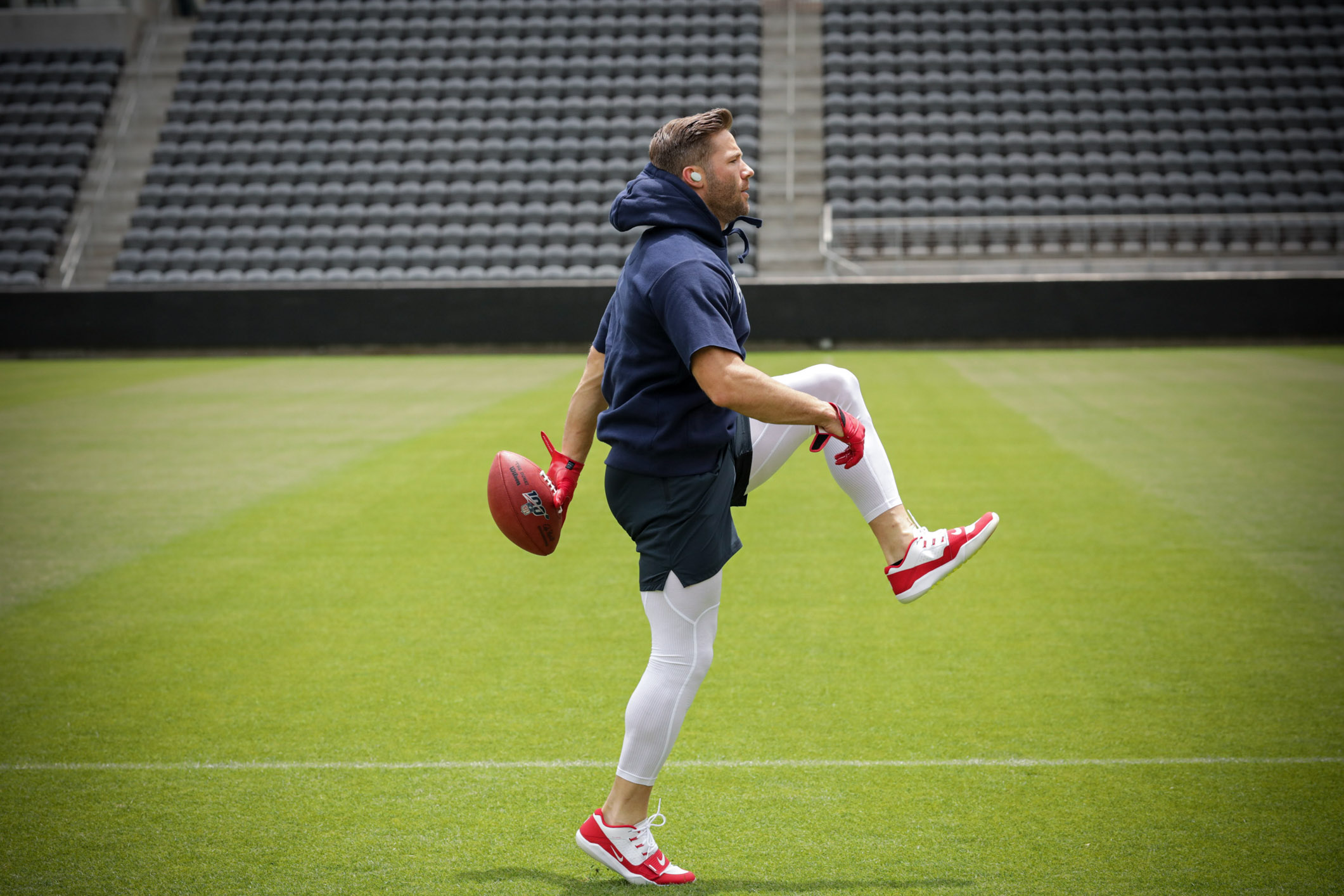BoseNFL19_LA_JulianEdelman_FieldWarmup_Revel_60945